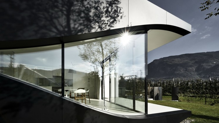 Case study on mirror houses by Peter Pichler, Zaha Hadid's student